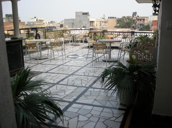Water leakage through terrace tile